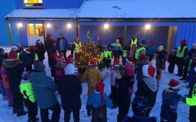 Julegrantenning og nissemarsj